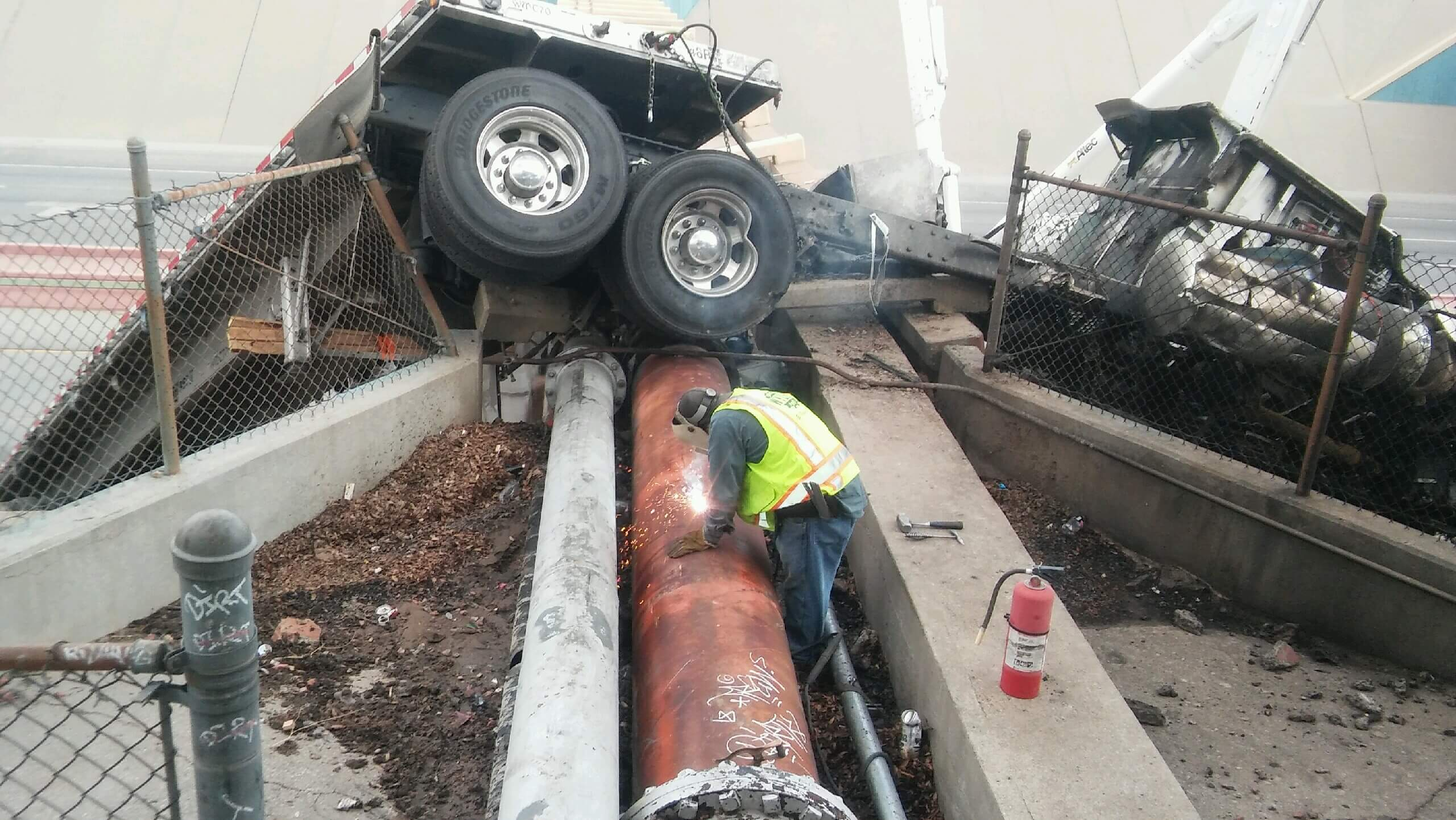 el paso accident on I-10 involving semi truck and bridge collapse
